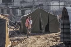 Tentenkamp en tunnel woningen